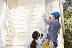 Hiring a Siding Repair Contractor